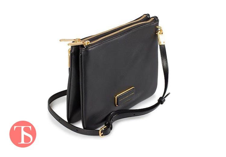 67f8497de4d Denne fine, minimalistiske taske fra Marc Jacobs er perfekt til en aften  ude.