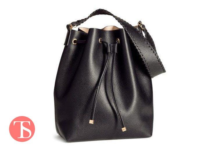930b5a258c3 H&M er ekspert i at lave billige tasker, der ligner en million.