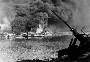 Baris hamn i brand 1943 andra varldskriget jc84xovio6cjttmudasyyq