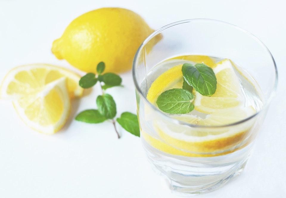 vand med citron