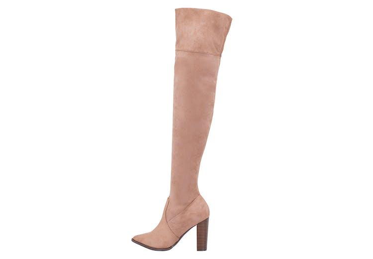 42c506b50b1 Her er 10 lækre, lange støvler, der gør dig hot i vinterkulden ...