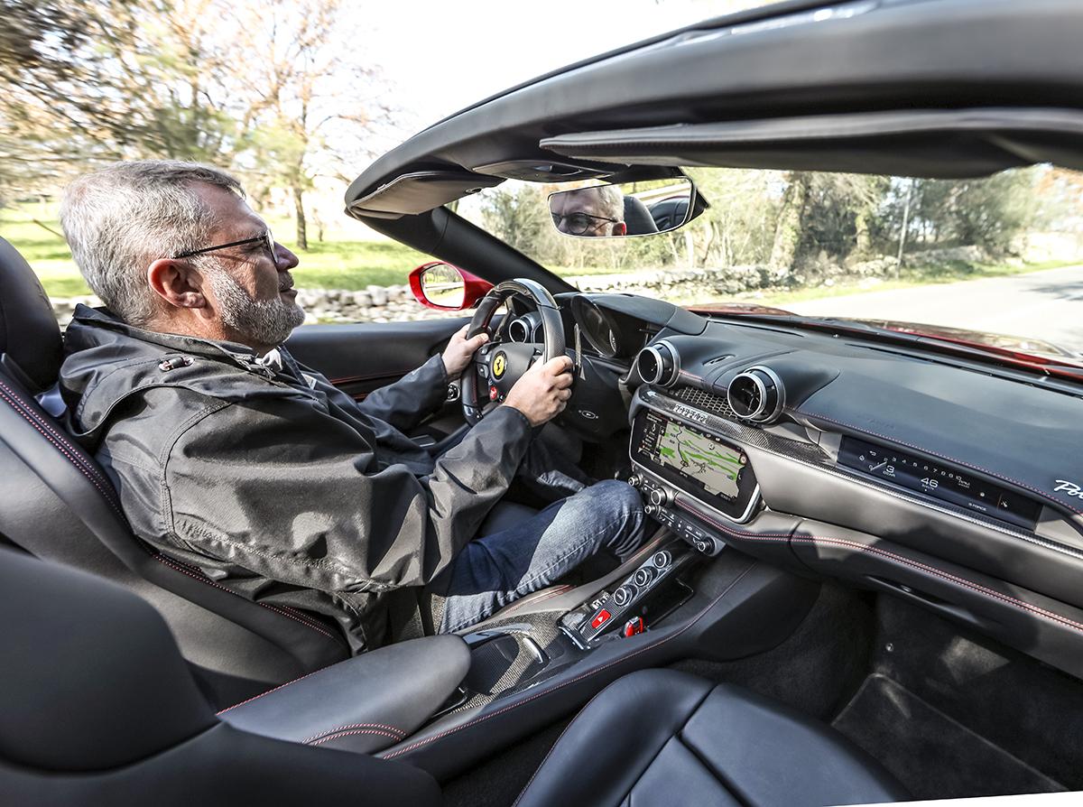 Video kom med bag rattet af ferrari 39 s nye for Garage jaguar lille
