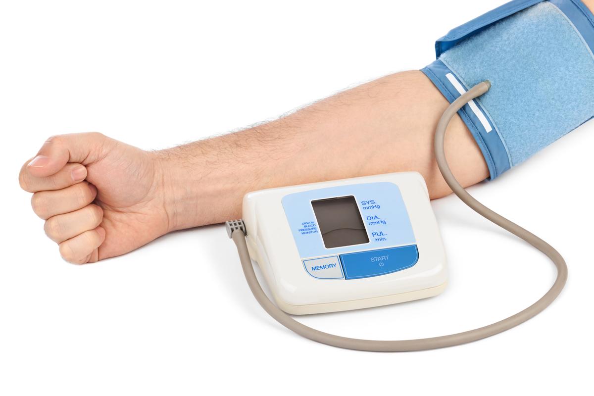 hvilken arm skal blodtrykket måles