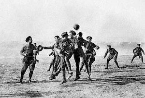 Brittiska officerare fotboll dinnvom3vy2qa hnzreavg