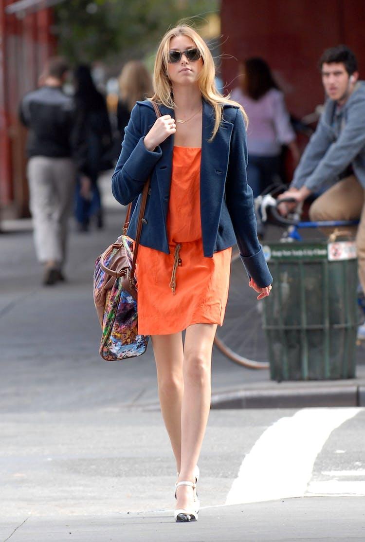ad47b5ab Whitney Port, fra MTV-serien The City, lar den mørkeblå blazeren stå i