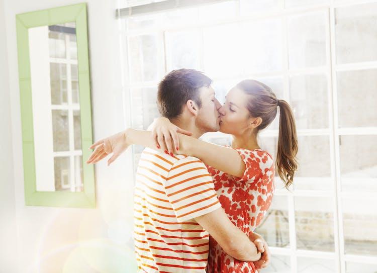 hvornår skal man først kysse, når man daterer populære speed dating spørgsmål