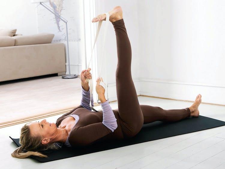 68958ee29 3 yogaøvelser som gir sterk rygg | Tara.no
