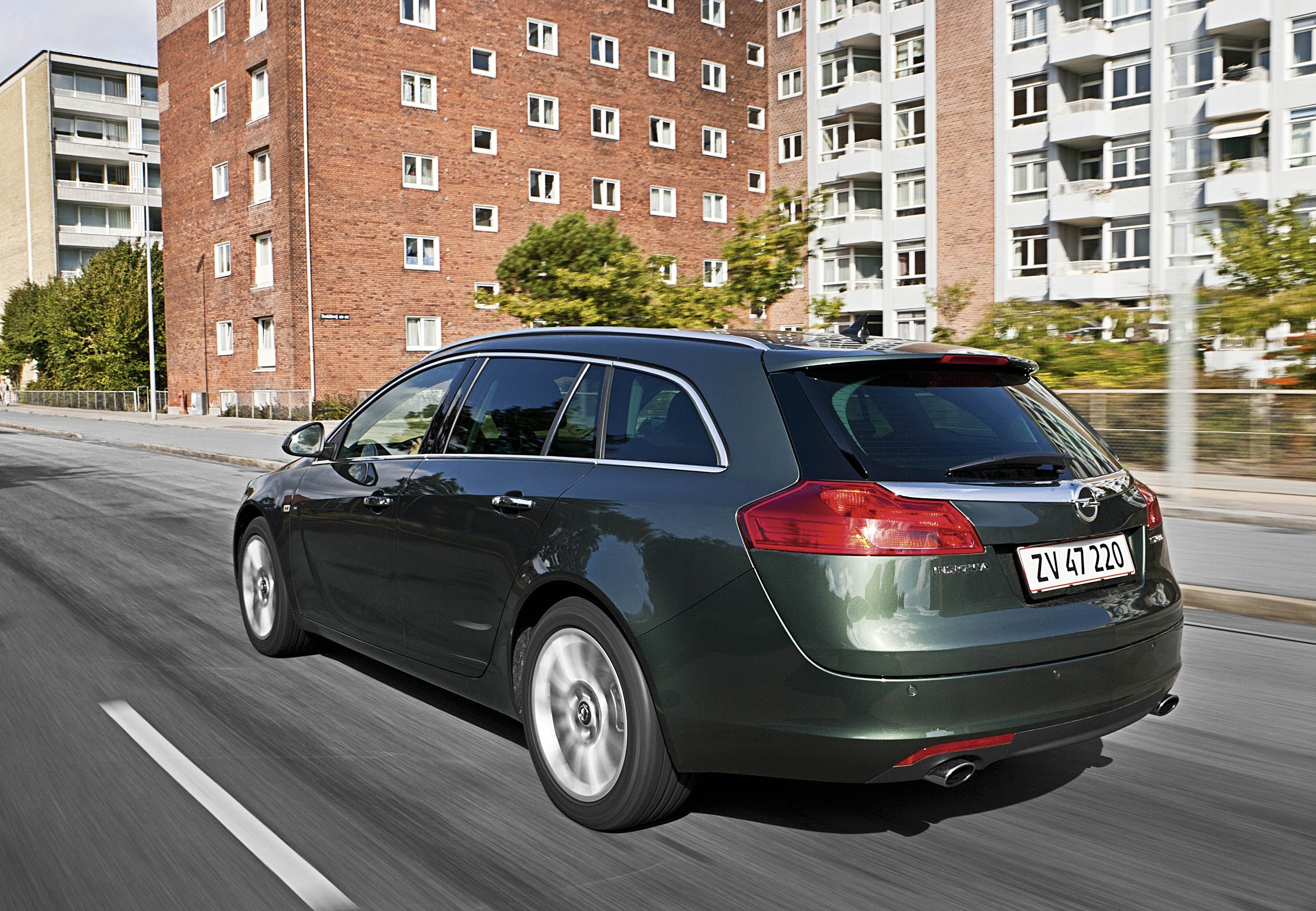 Opel insignia 1 6 turbo sport tourer for Garage jaguar lille