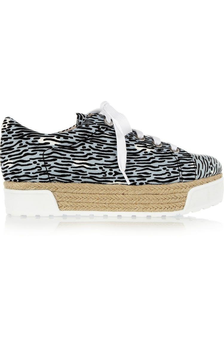 54ae23e2940a Med dens gummisål og canvas kan vi godt kategorisere denne sko som en  sneaker