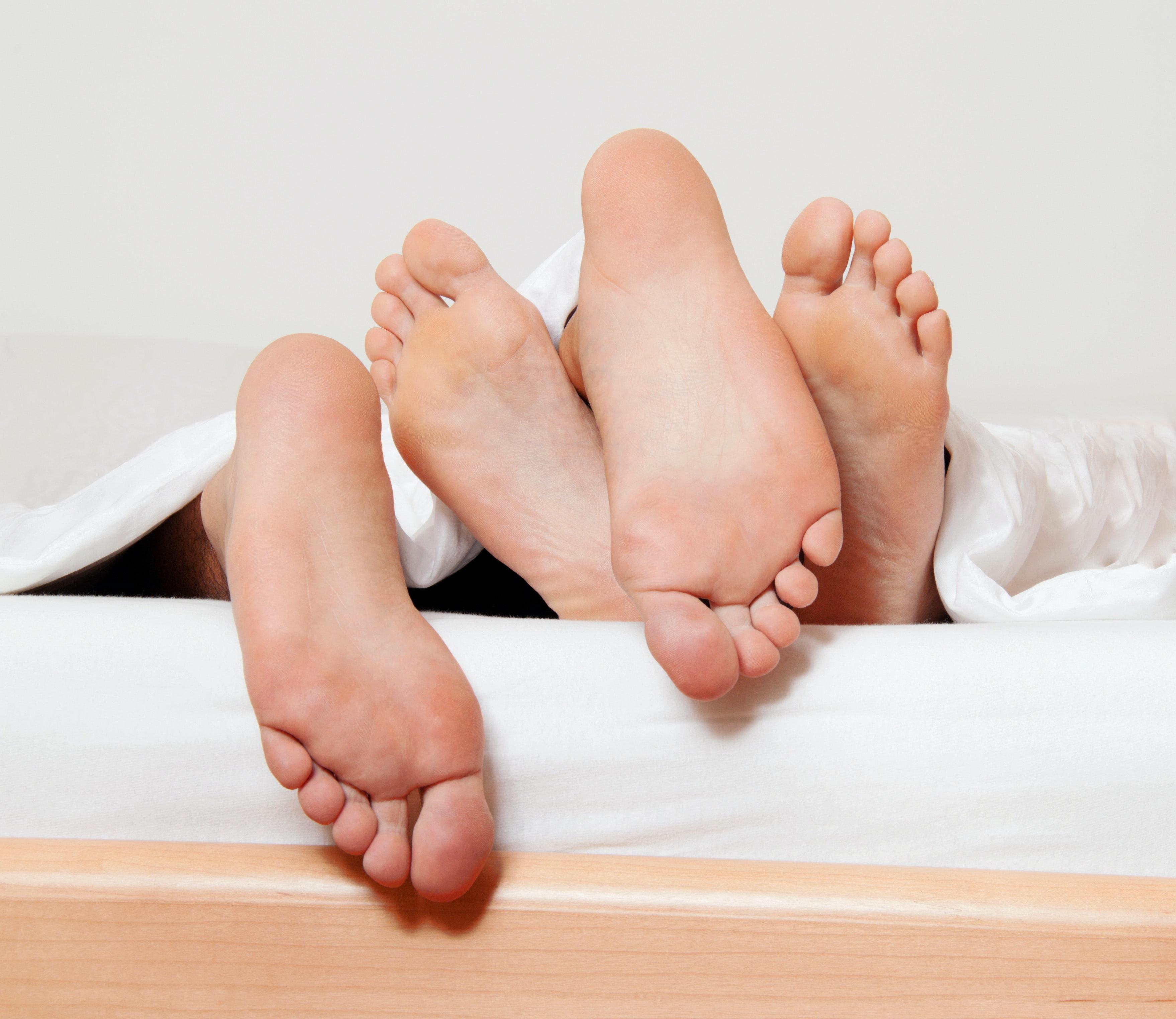 nainen ja mies sängyssä miten saada nainen ejakuloimaan