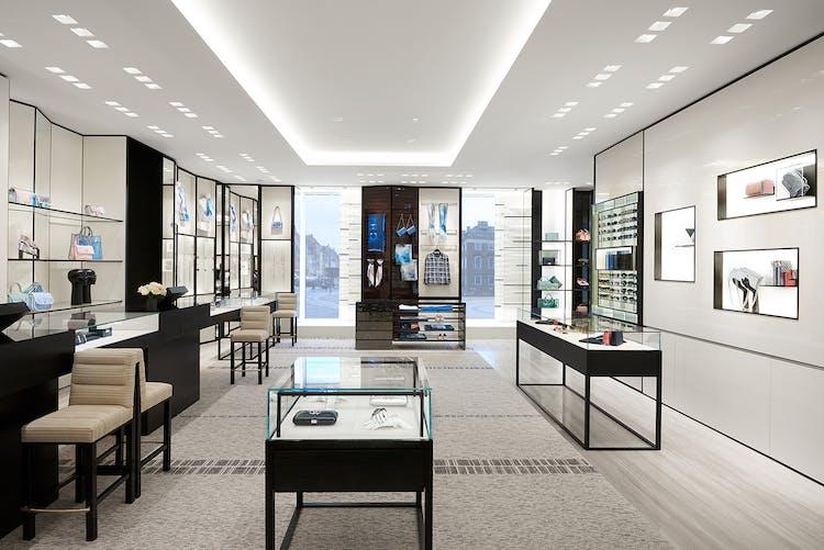 20b1d1db7a8 Kom indenfor i Danmarks nye Chanel-butik | Costume.dk