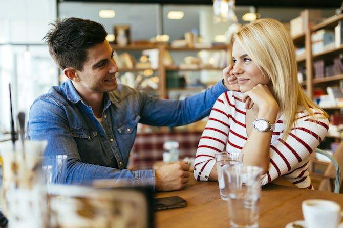 kan langdistance dating arbejde sort pige hvide fyr krog op