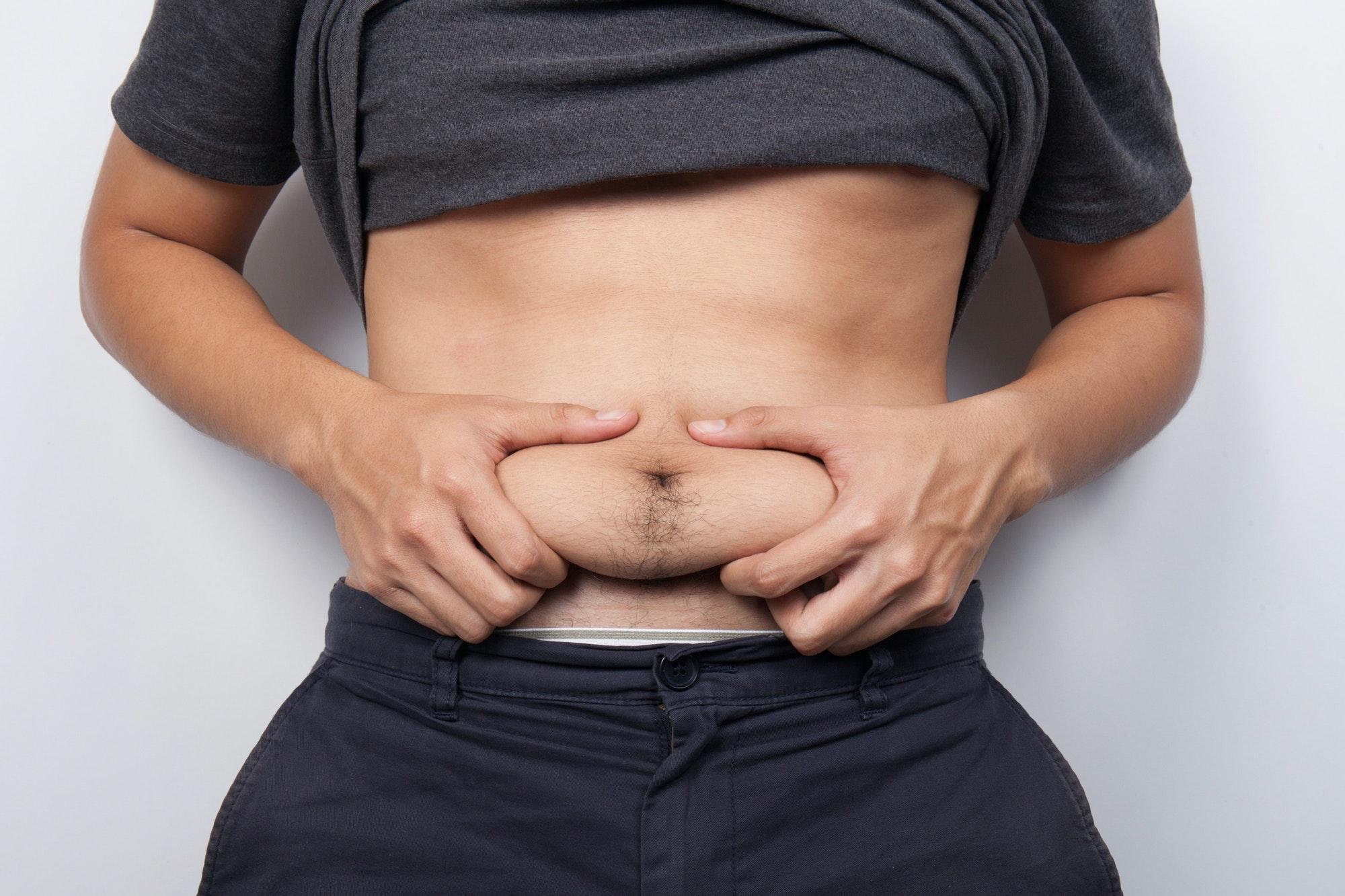 tab fedt på maven mand