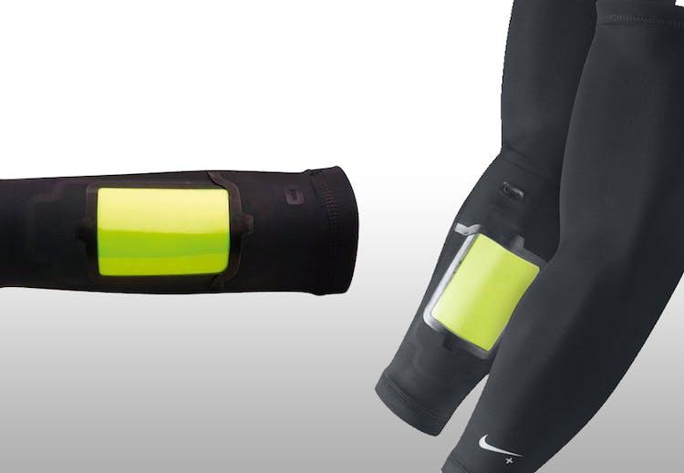 d8cd7ee4 Produktinfo iPhone-holder med fleksibelt erme til underarmen. Lommen er  vanntett. Str. S/M og L/XL.