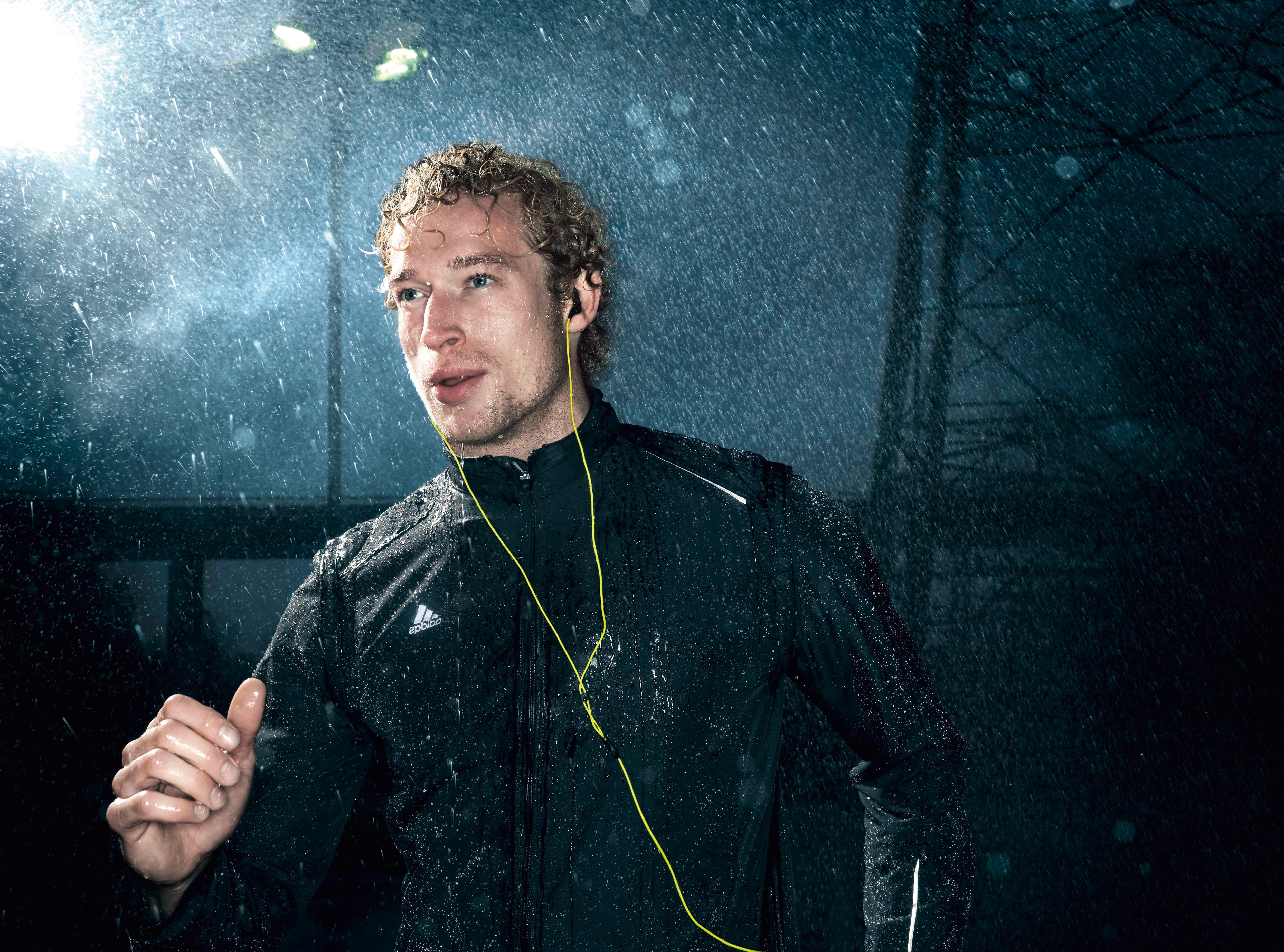 Høretelefoner: Stor test af høretelefoner til løb   Aktiv Træning