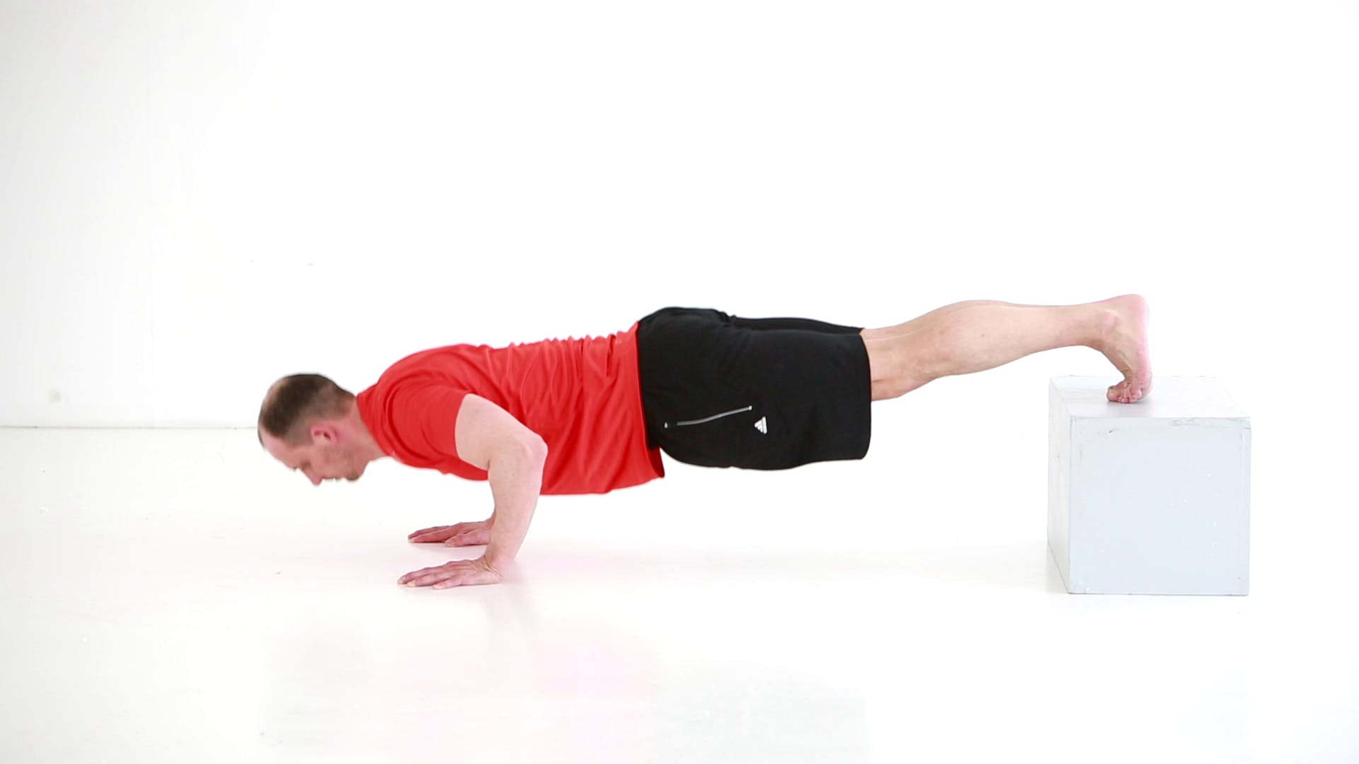 traening styrketraening styrketraeningsoevelser plyo push up