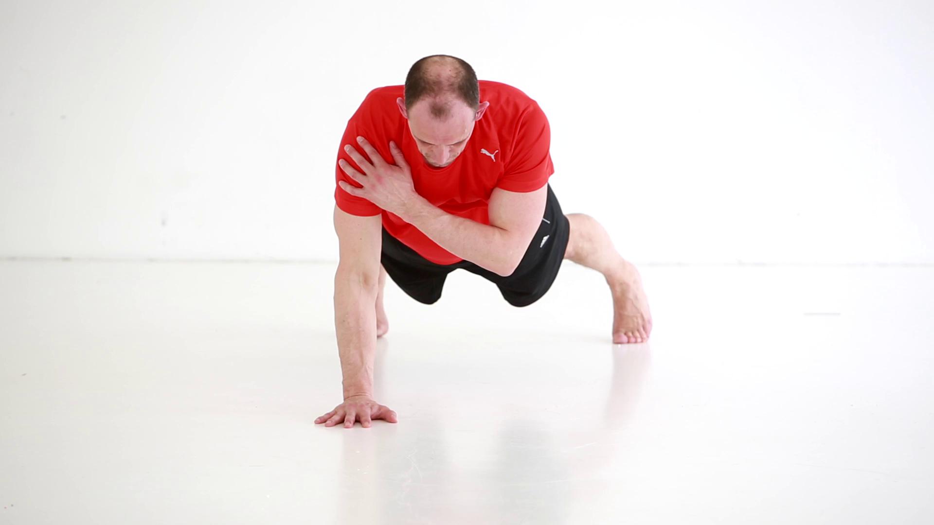 Video øvelse: Shoulder tap - styrketræning af skulder og brystmuskler | Aktiv Træning