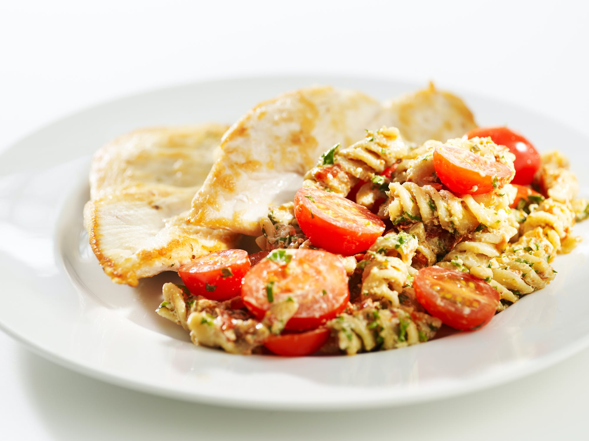 sunn mat oppskrifter salat mettende salat kylling med purre og parer oppskrift