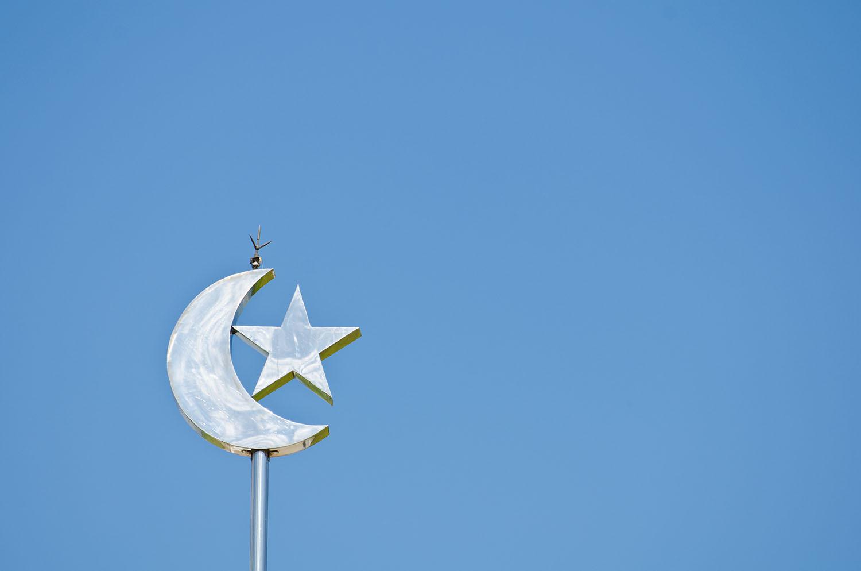 solen muslim Den tid som jorden tar på sig att passera ett varv runt solen brukar räknas som ett år, medan den tid det tar för månen att röra sig runt jorden är en månad.