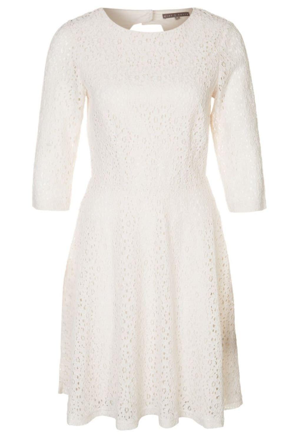 47759d91 Kort, utsvinget kjole med blondedetaljer, 341,- fra Mint&Berry