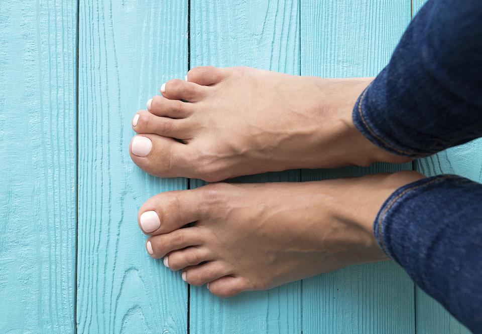 hard hud på foten