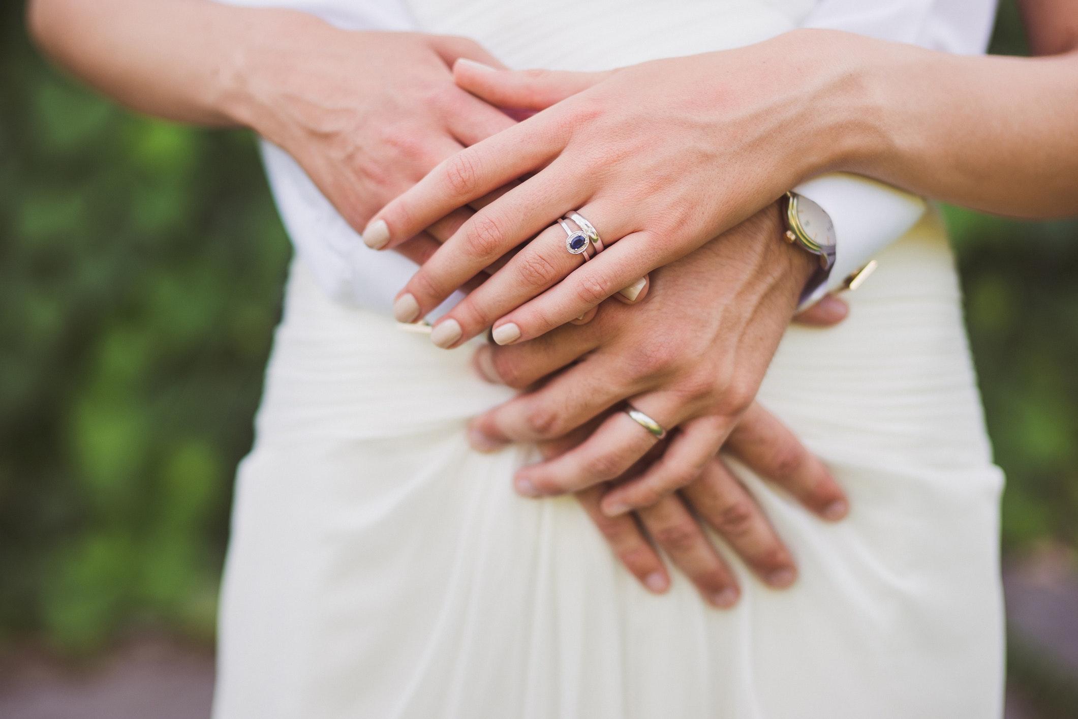 forlovelsesring vielsesring forskel