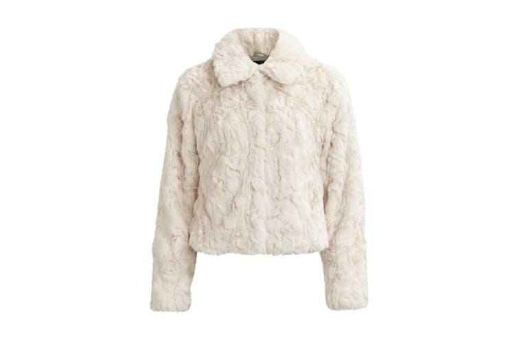 3fcd8ab9 Fuskepels er nesten like varmt som ekte vare, bortsett fra at det i tillegg  er svært dyrevennlig! Med denne hvite jakken fra Vila vil du holde varmen  langt ...