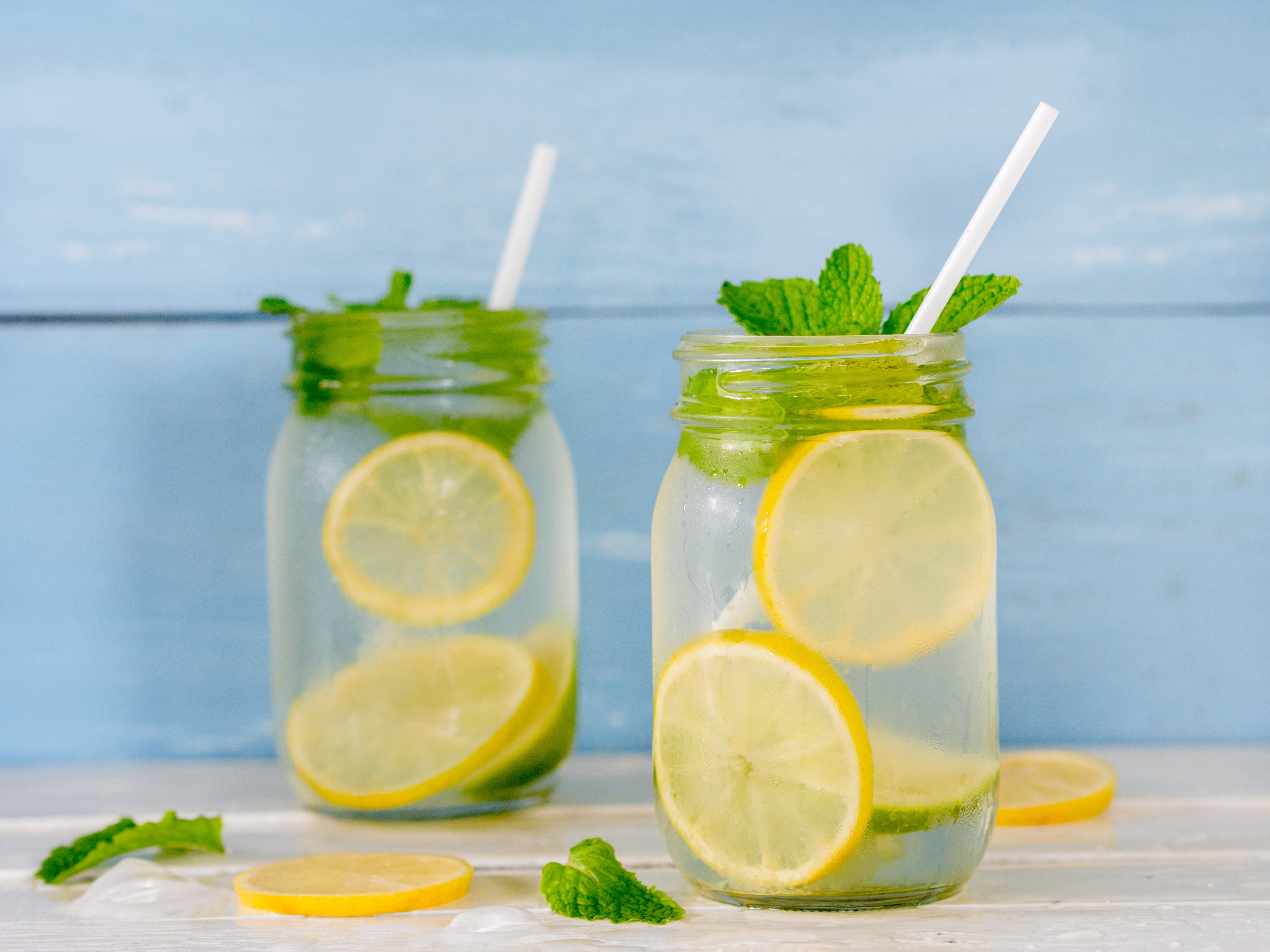 vann med sitron forbrenning