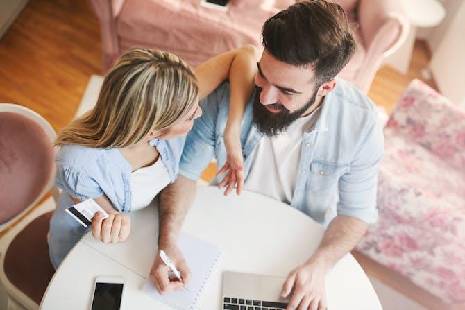 dating økonomisk uansvarlig mand 1 års dating gaver til ham