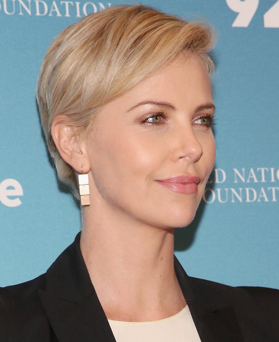kvinner korte frisyrer .