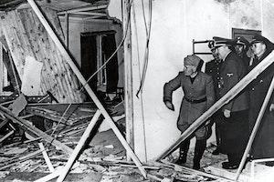 Hitler sonderbombade konferensrummet varglyan benito mussolini gogqp520gtbrarbmolpiua