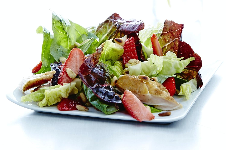 Kom i form med frukt och gront