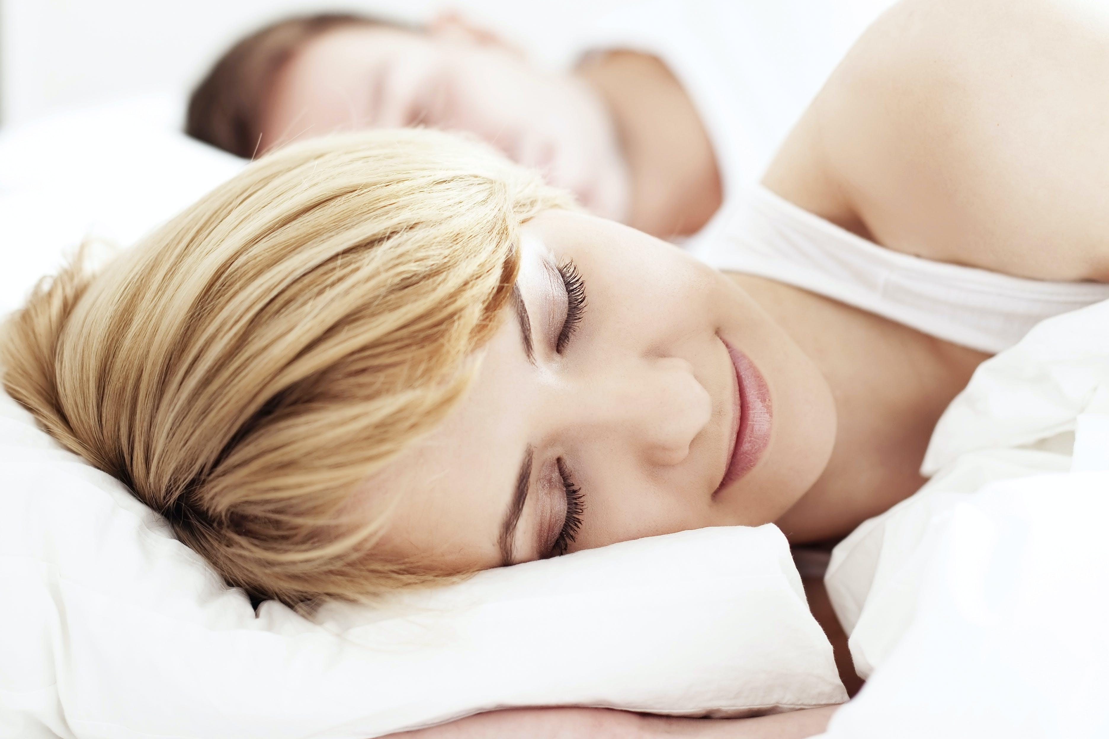 kvinne orgasme i søvne