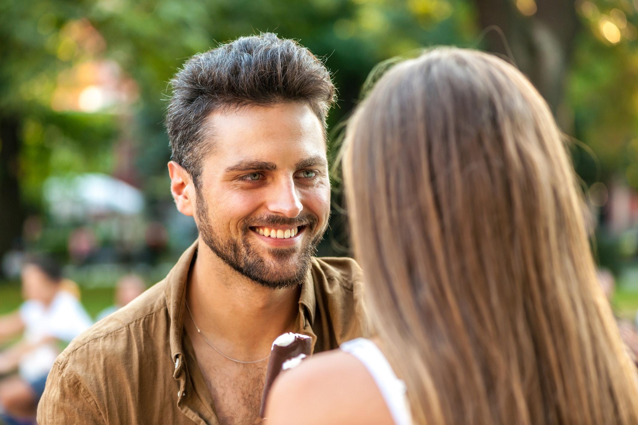 når en mand elsker en kvinde dating for unge