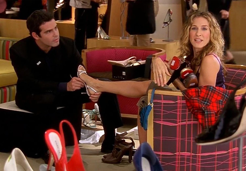 7f347613 6 tegn på, at du skal købe nye sko | Costume.dk