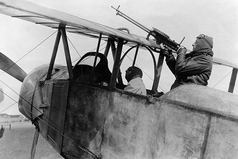 Hvem var historiens første flyver-es? | Historienet.dk