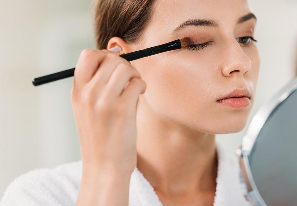sådan lægger du makeup