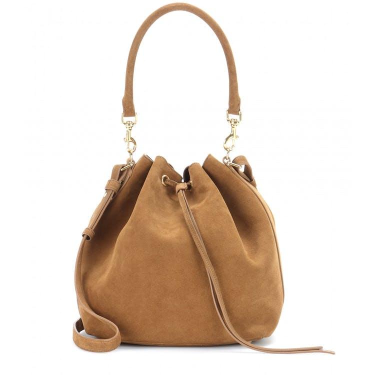 7df7887f22e Saint Laurents Emmanuelle-taske er simpel og emmer af luksus. Den brune  ruskindsudgave passer perfekt ind i en af forårets største tendenser:  70'erne.