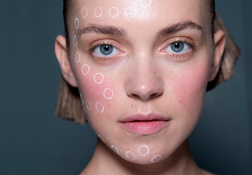 sart hud i ansigtet