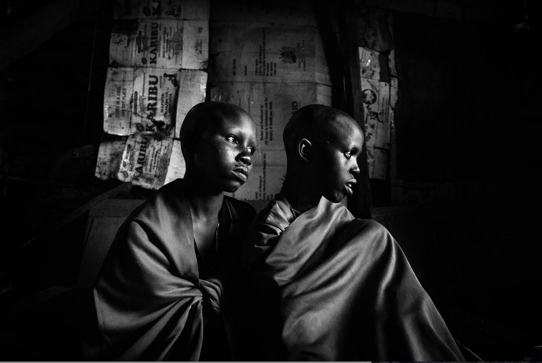 100 fotografer dokumenterar afrika