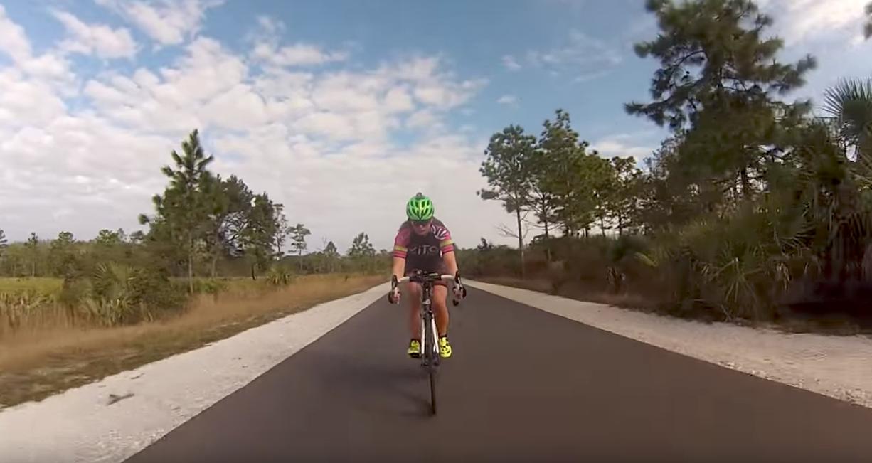 Vild rekord: 24-årige Amanda cykler 381 km hver dag | Aktiv Træning