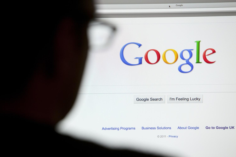 Surfarna snarjs i googles nat