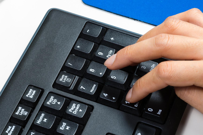 Hvor på tastaturet finner jeg tegnet for grader? Data