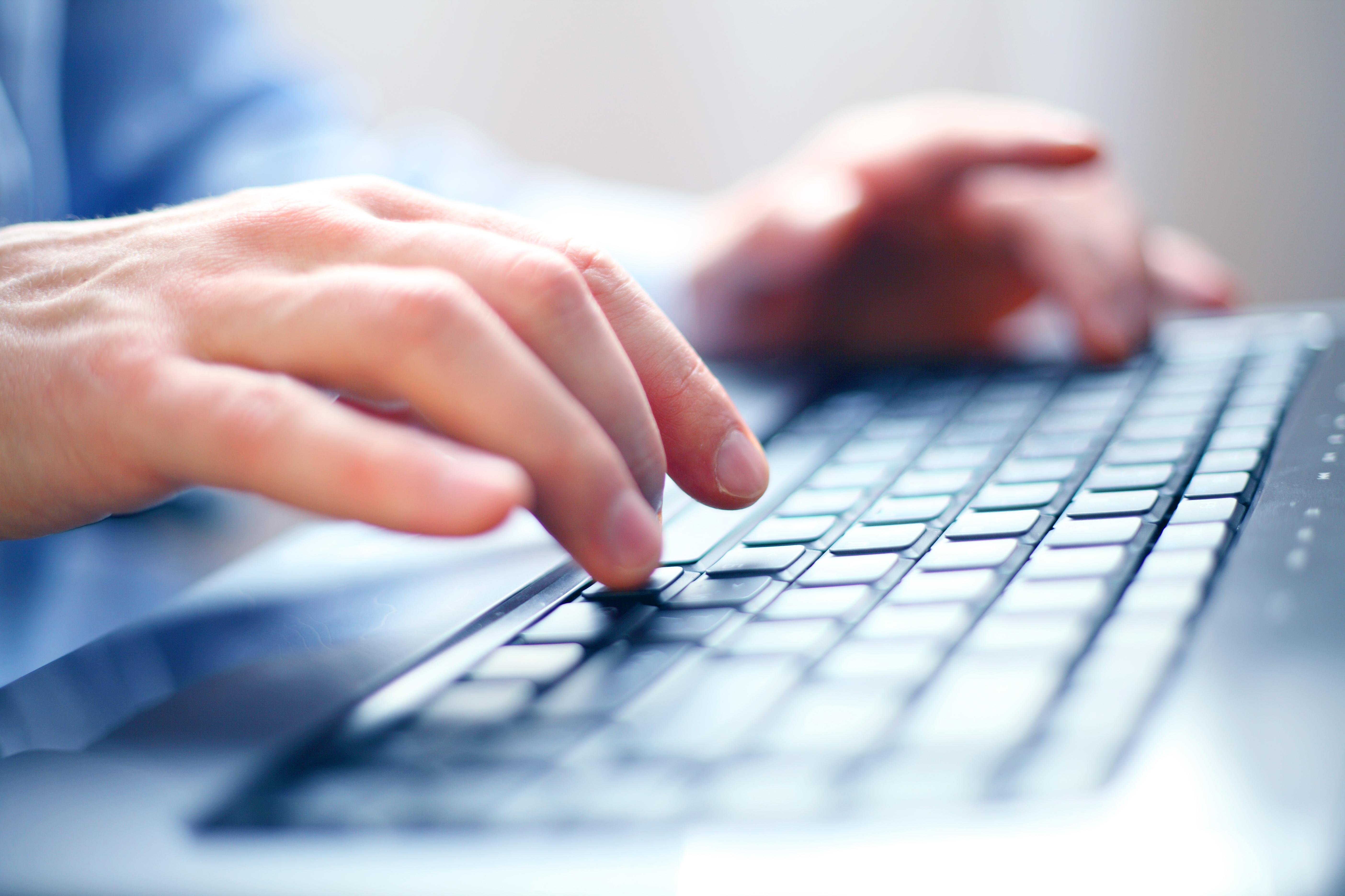 Triks: Fjern smulene fra tastaturet   Komputer.no