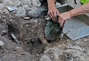 Slussen utgravningar kopparfat 1300 tal c qzqoqqrbv4f46nllczxb4a