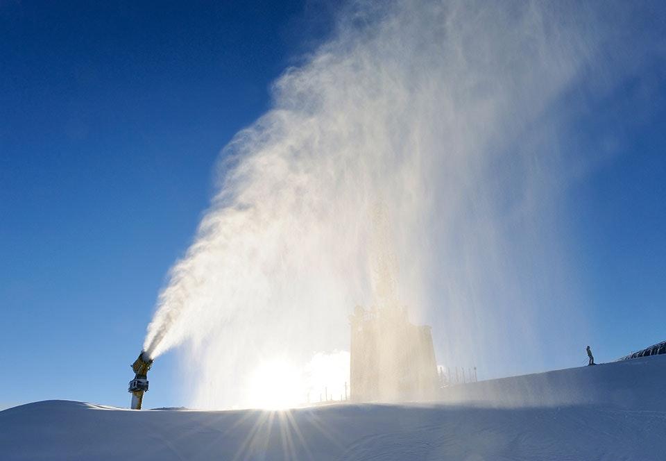 Sneeuwkanonnen moeten smeltende gletsjers herstellen
