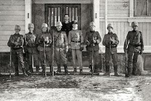 Soldater svenska societetshuset mariehamn aland 1918 kqvuisbp6jcjlchceh2j4g