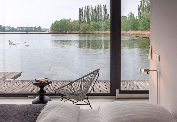 Lej en husbåd | Bo på en moderne husbåd i Berlin | Boligmagasinet.dk
