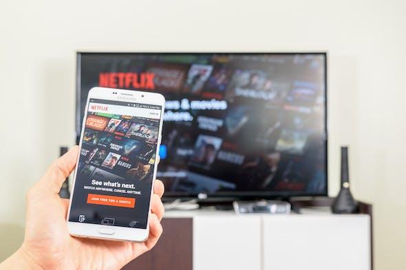 pris Netflix pris Viaplay