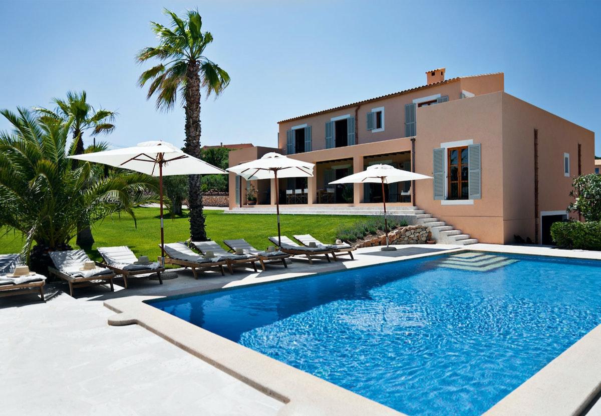 Feriebolig | Villa på Mallorca med retromøbler og elegance | Bobedre.dk